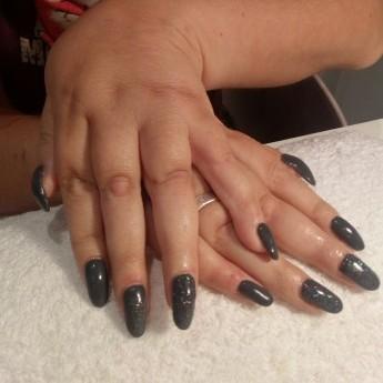 Dark grey met multi black glitters.jpg