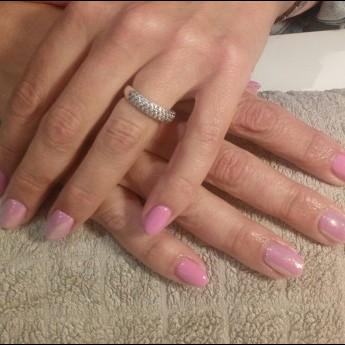 Gelnagels barbie pink met pigmenten.jpg